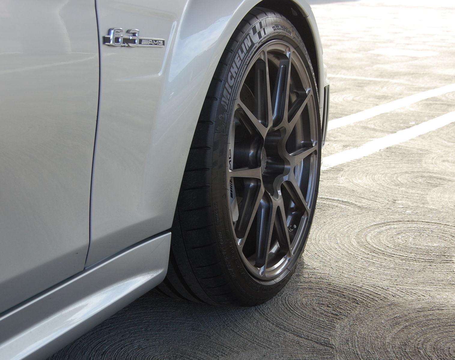 2009 Mercedes-Benz C63 AMG | C63 AMG on Forgeline GA1R Open Lug Cap Edition Wheels