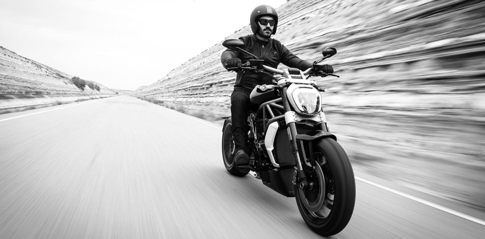 2016 Ducati XDiavel S | XDiavel - Rolling Shot