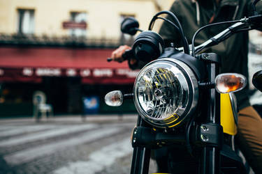 2015 Ducati Scrambler Icon | Ducati Scrambler - Headlight