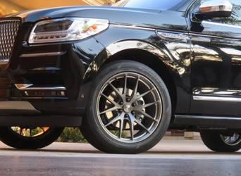 2019 Lincoln Navigator | Black Lincoln Navigator on 22-inch Forgeline One Piece Forged Monoblock VX1-Truck Wheels