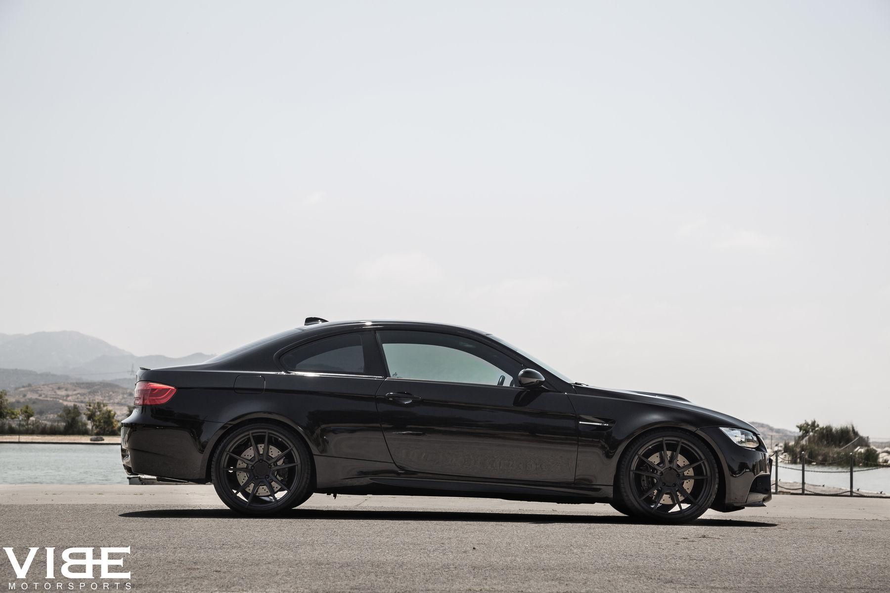 2012 BMW M3 | '12 E92 M3 on Rohana Wheels - Passenger Side Shot