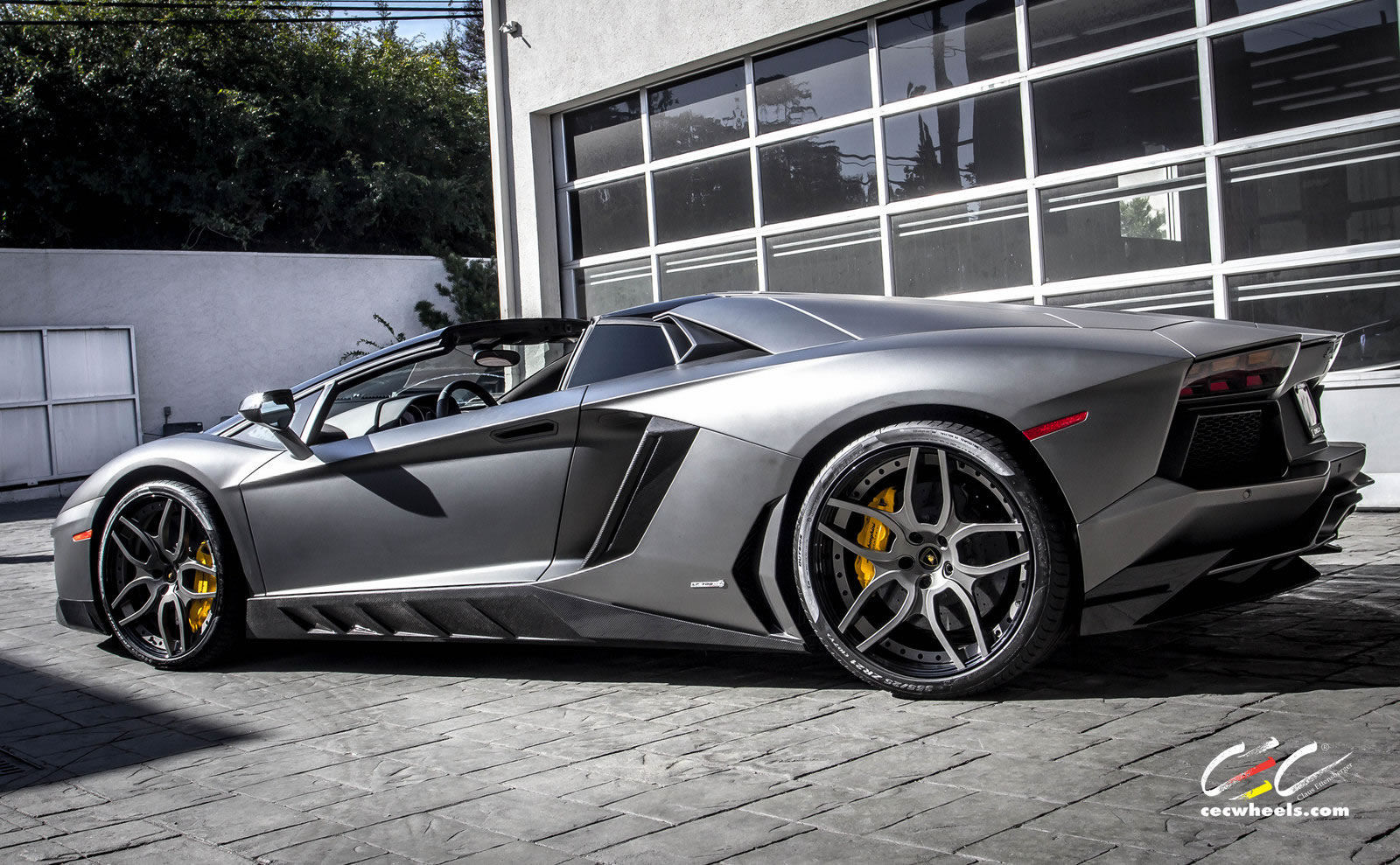 Lamborghini Aventador | The Aventador Roadster on CEC Wheels
